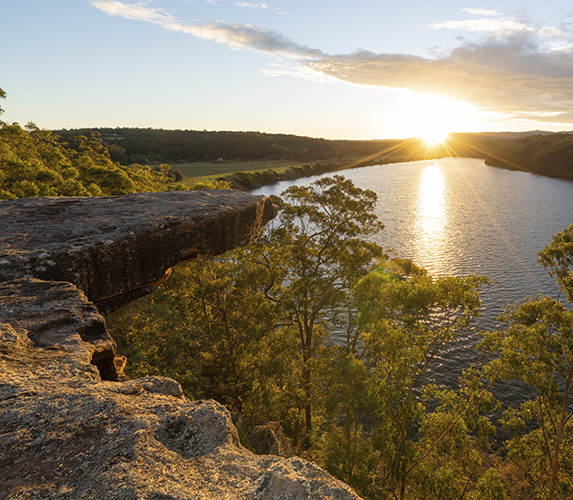 Hanging Rock Lookout overlooking Shoalhaven River at Nowra, New South Wales. Image courtesy of DNSW.